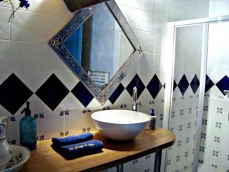 Chambres avec piscine chambre familiale chambre de charme for Salle de bain grenier